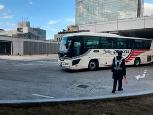 4階 大型バスの到着風景