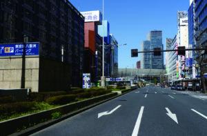「八重洲通り(駐車場出入口)」