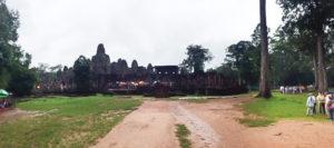 寺院を取り囲む外壁