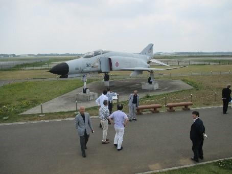 空港近くに展示されたF4ファントム