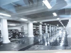 整然とした丸の内第一駐車場内部