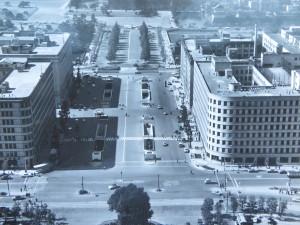 地下駐車場完成後の行幸道路を空から俯瞰