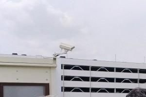 管制塔上に設置されたインテリジェントカメラ